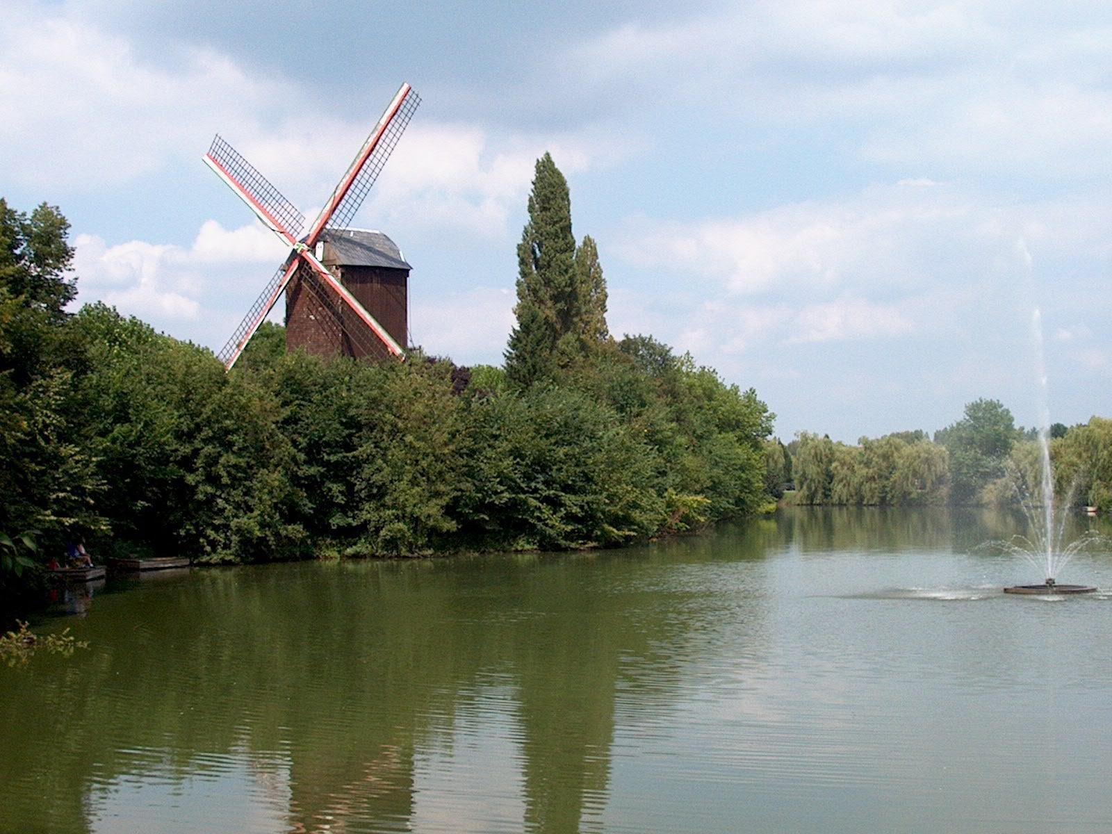 Lindenmolen (windmill named after city archivist Van Der Linden)